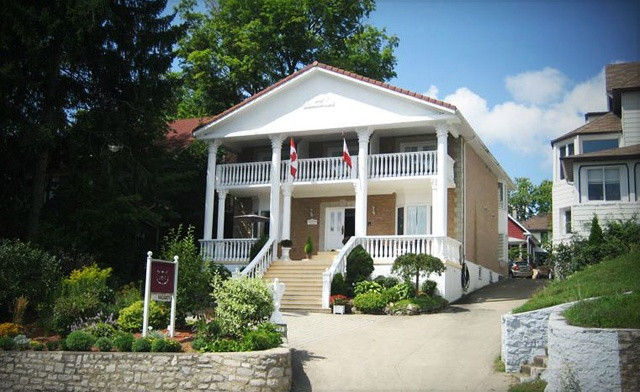 Historic Bed and Breakfast in Niagara Falls