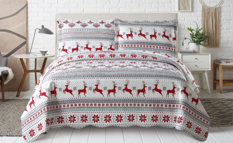 Up to 75% off Pinsonic 3-Piece Quilt Sets Featuring 2 Unique Christmas Designs
