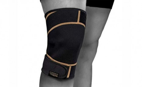 Click to view $16.99 for a Copper Fit Rapid Relief Knee Hot/Cold Therapy Gel Pack - Black (a $29 Value)
